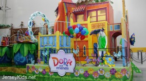 Dora and Friends' Aventuras Fantasticas float.