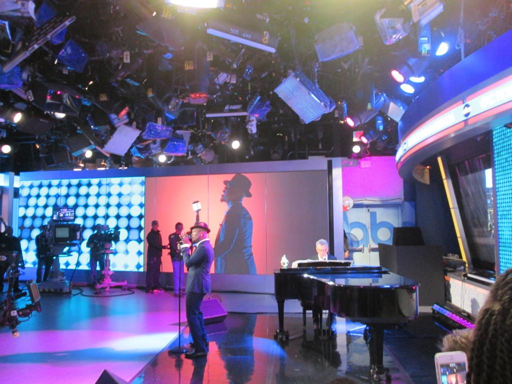 Ne-Yo and David Foster perform Friend Like Me. Copyright Deborah Abrams Kaplan