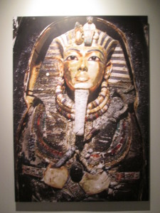 this is how the mummy and golden face mask looked when it was first uncovered by Howard Carter. The photo has been colorized for the exhibition.