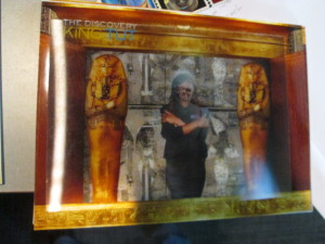 The hologram mummy picture.